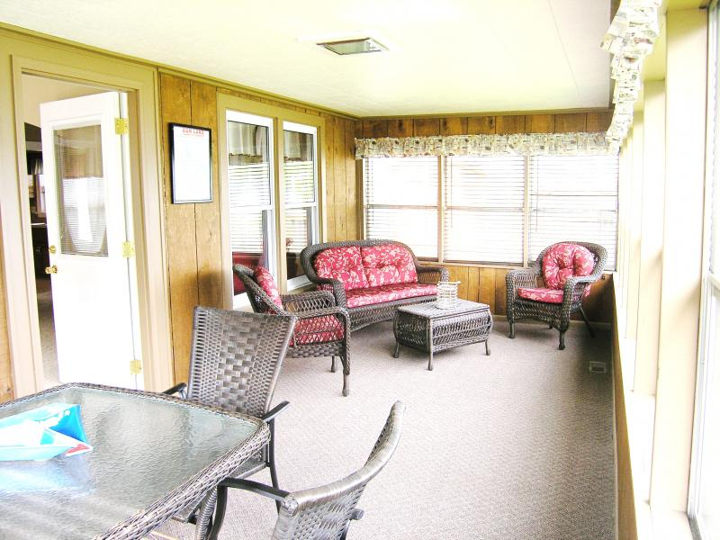 3 Season Enclosed Porch - sit and enjoy the lake view!